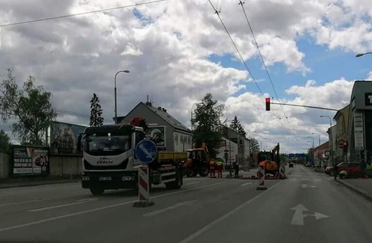 Křižovatka u Budvaru je v rekonstrukci, omezený průjezd je umožněn